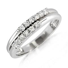 18K Gold and 0.15 Carat E Color VS Clarity Diamond Ring