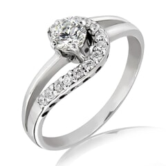 18K Gold and 0.35 Carat E Color VS2 Clarity Diamond Ring