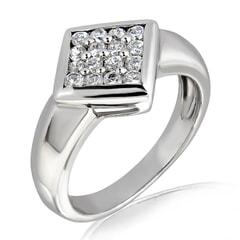 18K Gold and 0.25 Carat E Color VS Clarity Diamond Ring