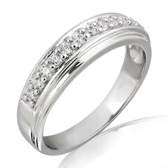 18K Gold and 0.10 Carat E Color VS Clarity Lady's Diamond Band