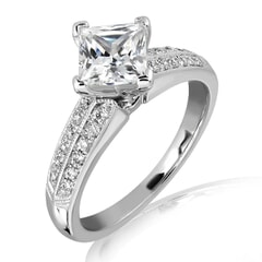 18KT Gold and 0.30 carat Side Diamond Engagement Ring with Certificate